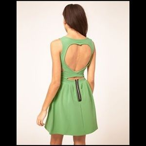 Dresses & Skirts - Green dress w/ open back